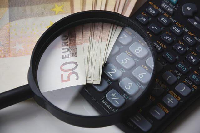 オンラインカジノの税金の計算方法